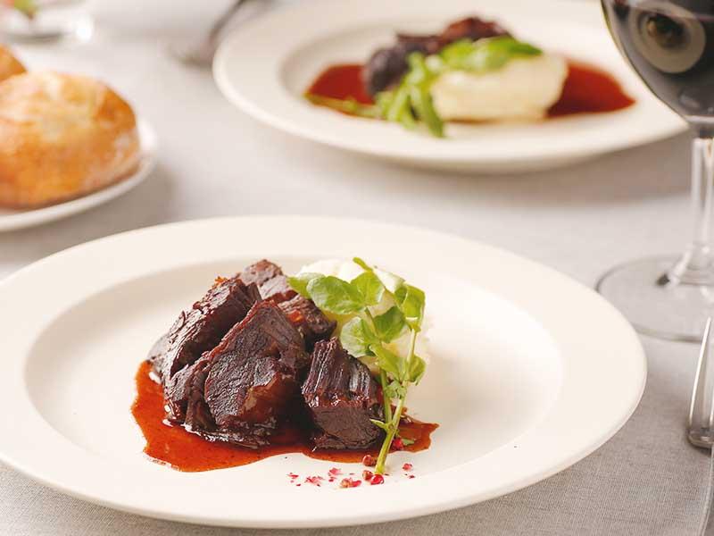 牛ほほ肉と赤ワイン