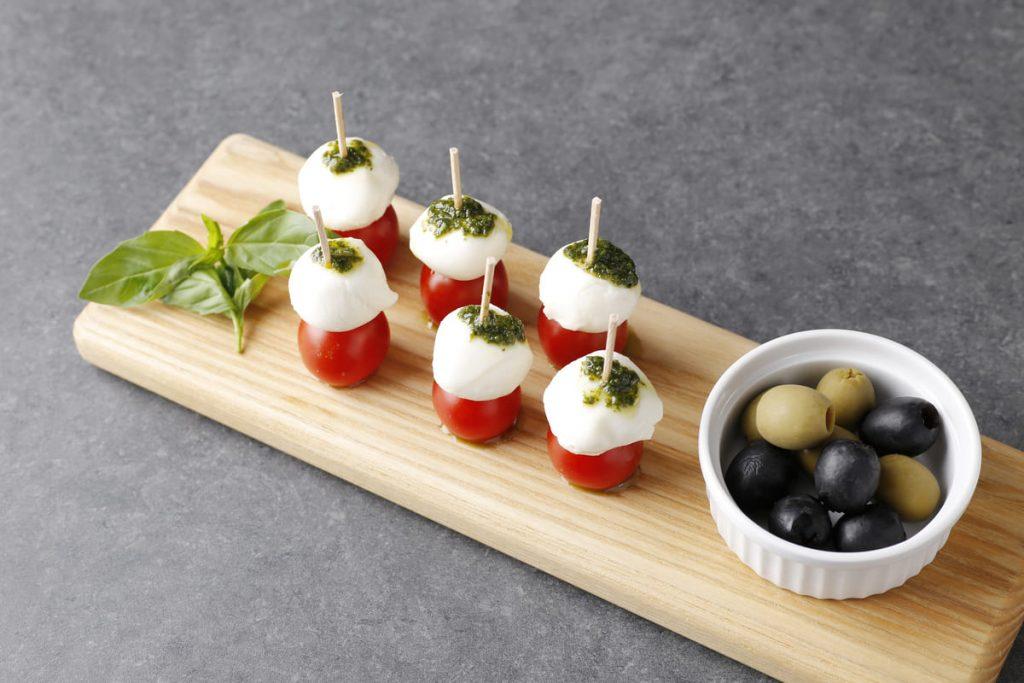 モッツアレラチーズとトマトのピンチョス