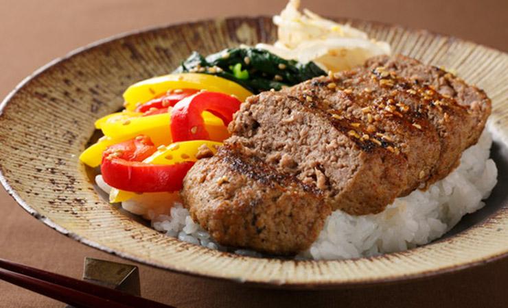 【アレンジレシピ】奥出雲和牛のプレミアム ハンバーグナムル丼